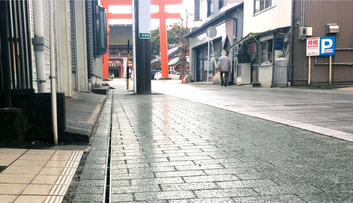 インターロッキングブロックで舗装された歩道