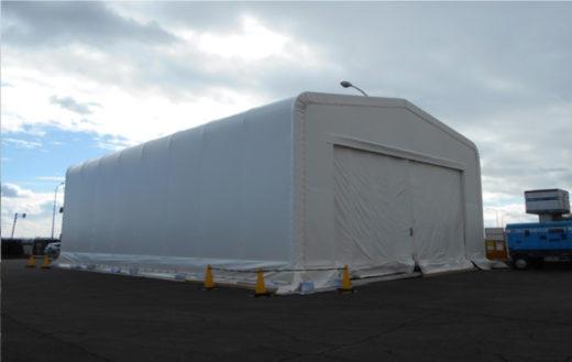 会社用テントに移動できない機材のメンテナンス作業場として