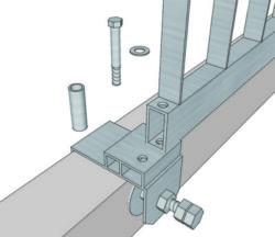 水路に挟んで固定する構造の転落防止柵