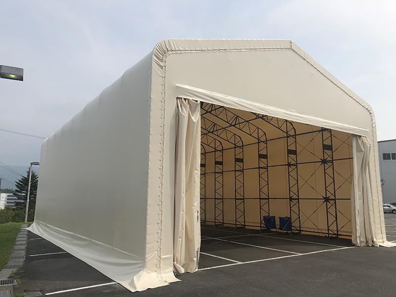 間口が広く搬入搬出もスムーズなテント倉庫